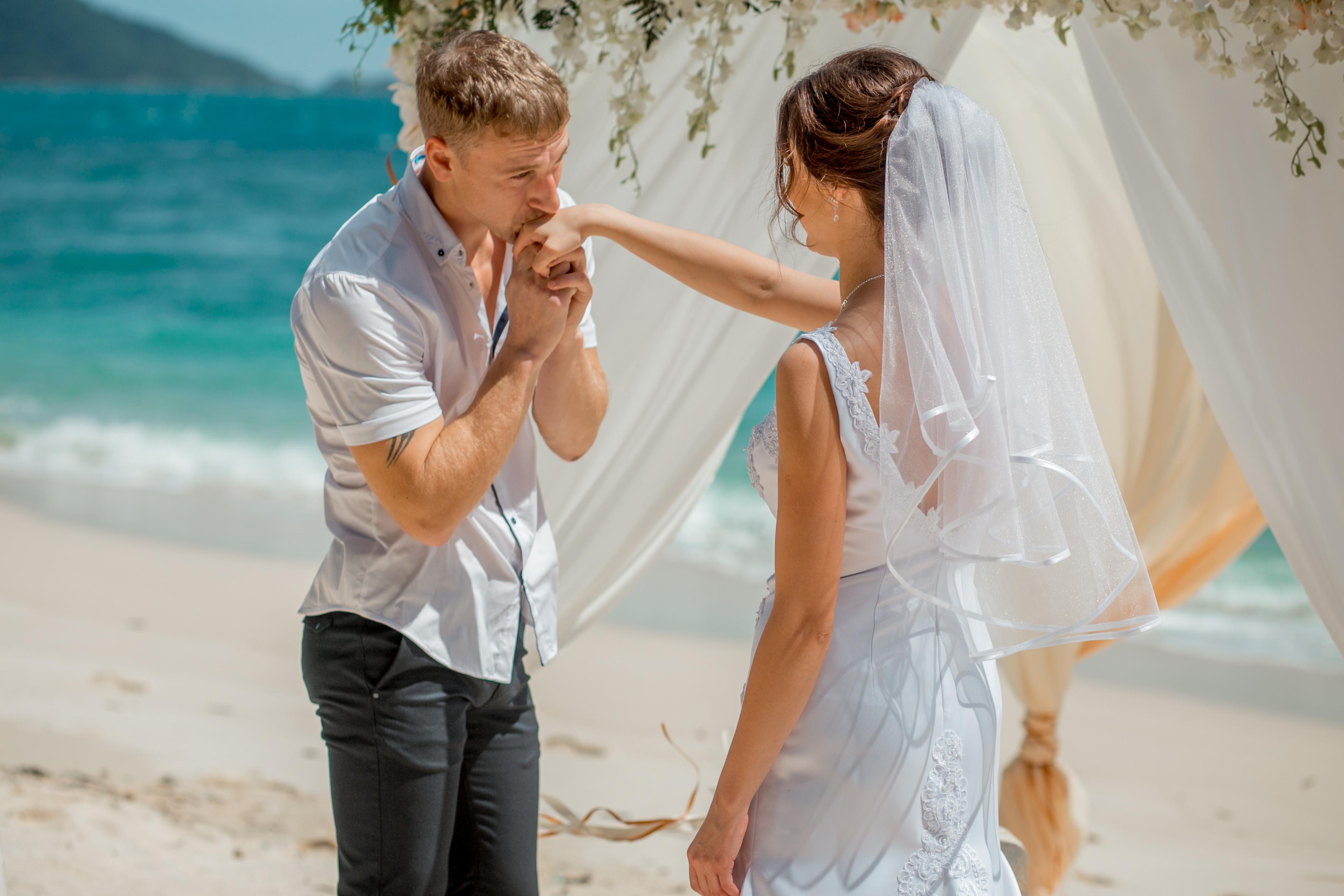 59Порно уединились на свадьбе